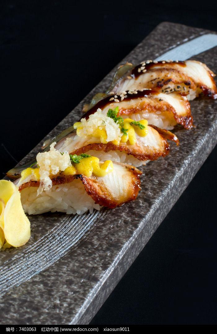 鳗鱼握寿司图片