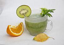 鲜美橙子与果蔬汁