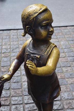 小女孩雕塑