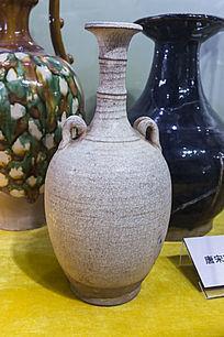 唐宋白瓷双耳瓶