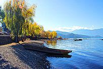 云南泸沽湖秋季船只湖泊