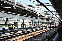 地铁车站列车进站