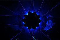 蓝激光与黑背景