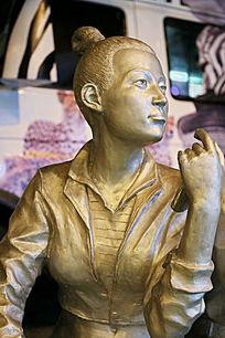 青春少女雕像