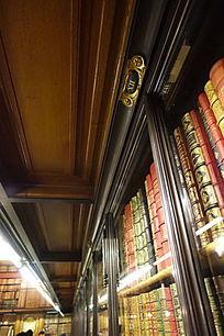 尚蒂伊城堡书房书橱