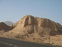 碉堡一样的山体
