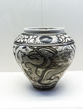 元代的白地黑花龙凤纹罐