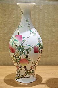 白地寿桃玉壶春瓶