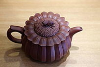 葵花形蝉钮紫砂壶