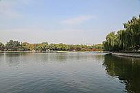龙潭公园湖光秋景