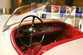 英国捷豹XK120敞篷汽车驾驶室