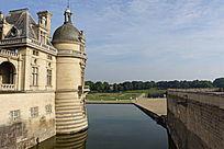 尚蒂伊城堡护城河