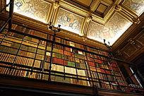 尚蒂伊城堡书房高大书架