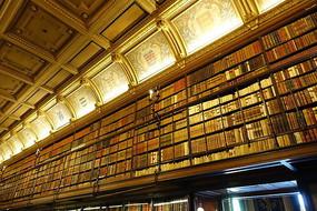 尚蒂伊城堡书房内景观