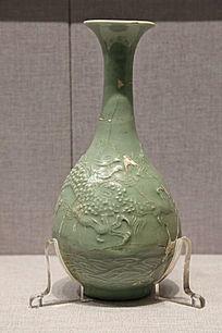 元代龙泉青釉海水纹玉壶春瓶