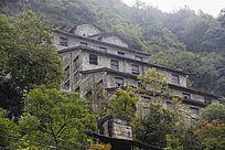 陡峭山上畲族村寨