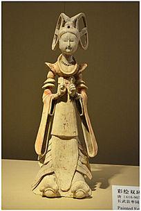 唐代彩绘双环头饰女立俑