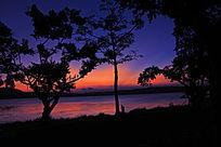 晚霞下的湖光岩
