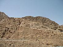 炎热天气下的山体