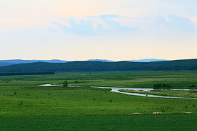 草甸河流暮色