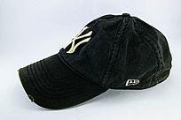 黑色棒球鸭舌帽