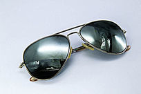 黑色太阳眼镜