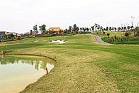 湖边高尔夫球场