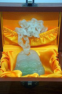 玉链人面雕件礼盒