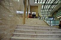 白瓷砖台阶