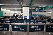 地铁安检入口