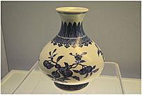 青花瓜果纹春瓶