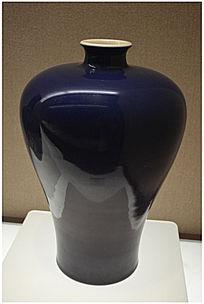 清乾隆祭蓝釉梅瓶