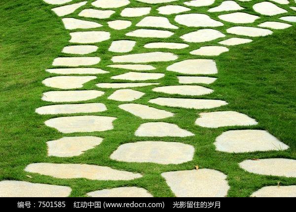 青草地石板路高清图片下载 编号7501585 红动网