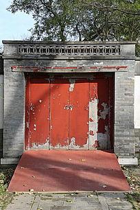 红门青砖瓦脊大门