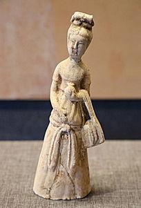 唐代彩绘挎包女立俑
