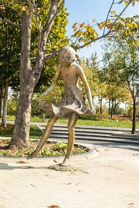 跳舞的女孩雕塑
