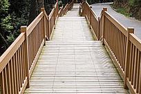 长长的木桥