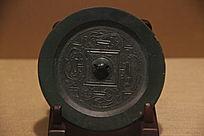 汉代夔龙纹规矩铜镜