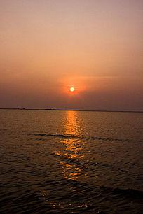 映红半边天的太阳