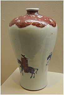 红釉骑马人物纹瓶