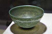 青玉草花纹玉碗
