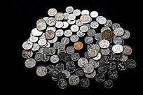 一角硬币与五角硬币
