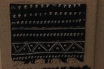 白族扎染石榴绣球纹围巾