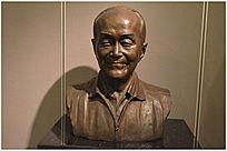 胡乔木塑像
