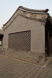 青砖叠瓦墙建筑