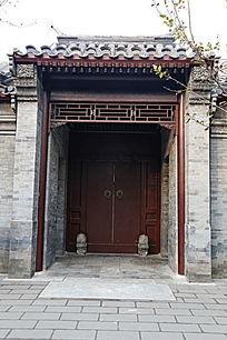 青砖朱红大门