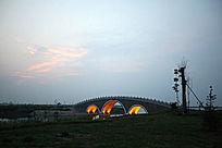 日落时的滨湖风景