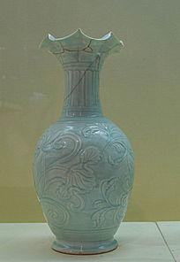 宋代花瓣口青瓷瓶