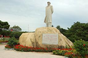 北戴河鸽子窝公园毛泽东雕塑