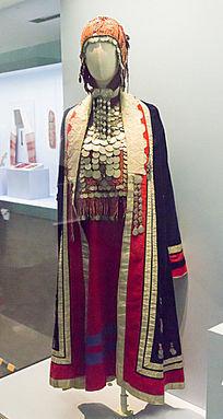 女性的节日服饰